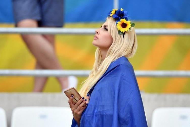 Самая красивая украинская болельщица из Винницы выходит замуж за полузащитника сборной, фото-1
