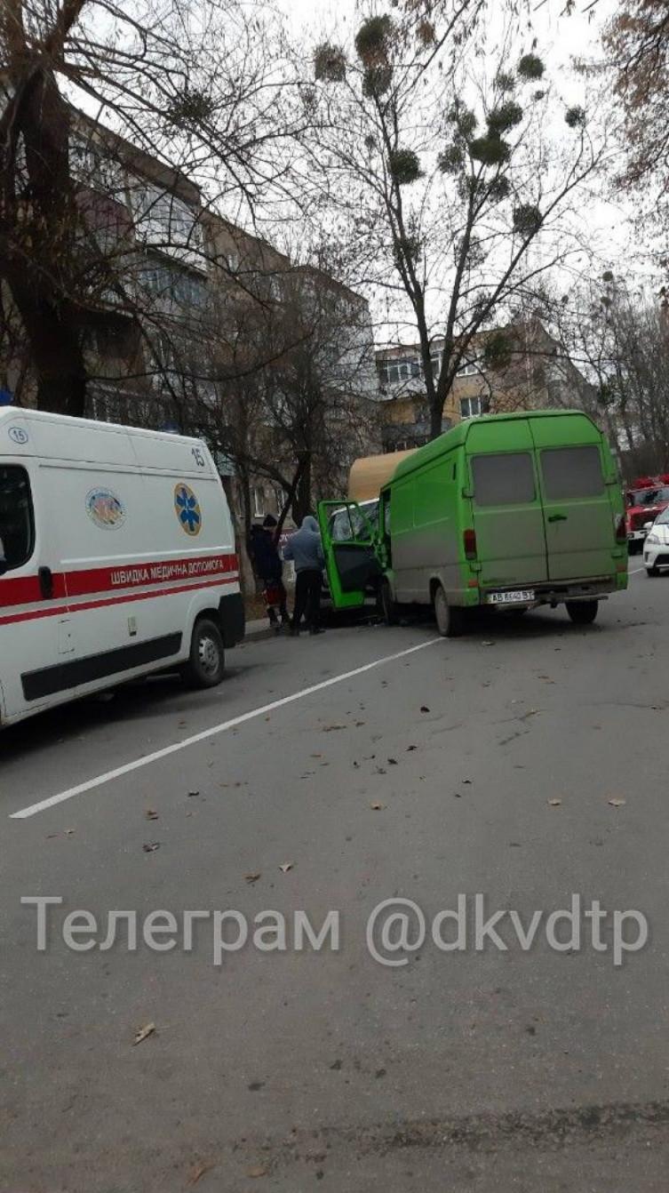 """В Виннице столкнулись два грузовых """"буса"""", есть пострадавшие (фото), фото-1"""