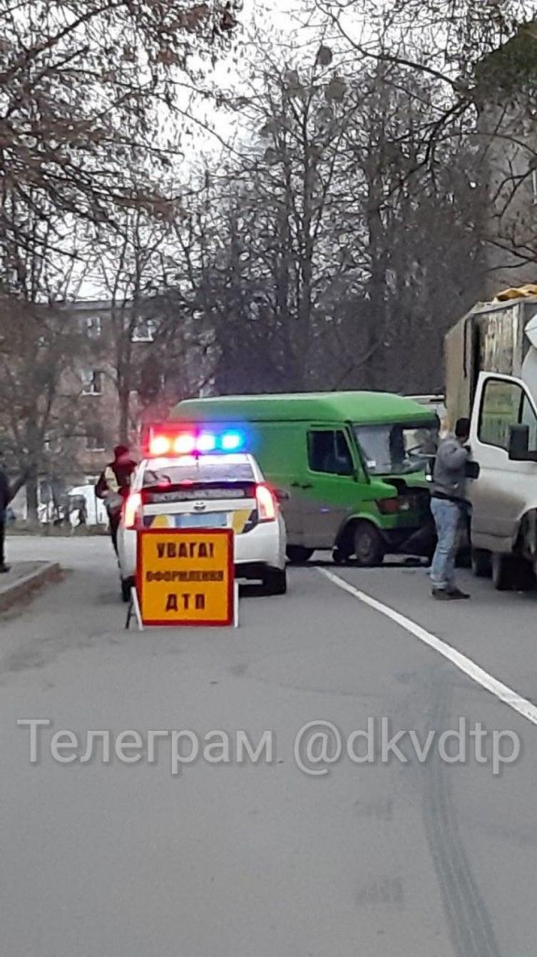 """В Виннице столкнулись два грузовых """"буса"""", есть пострадавшие (фото), фото-4"""