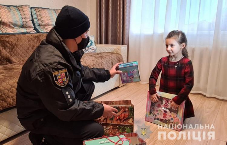 Полицейские Винниччины поздравили детей с праздником Николая (фото), фото-13