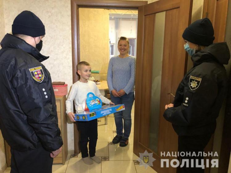 Полицейские Винниччины поздравили детей с праздником Николая (фото), фото-3